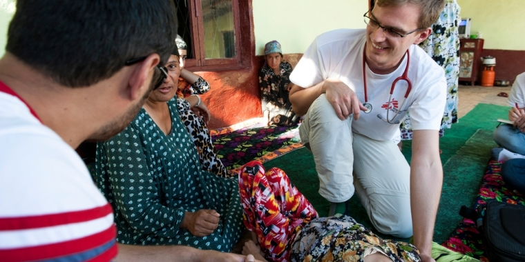 MSF Dr. Christoph Höhn does his check-up of 11-year-old Rukhshona. Rukhshona has MDR-TB as well as HIV, complicating her MDR-TB treatment. When she was younger, Rukhshona was in hospital for a long time, lying in a position which left her legs weak and un